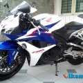Honda CBR 600 RR Tricolor ABS Full Paper 2013 with Yoshimura Exhaust