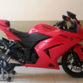 Kawasaki ninja karbu warna merah tahun 2012