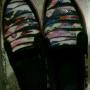 Sepatu warna warni
